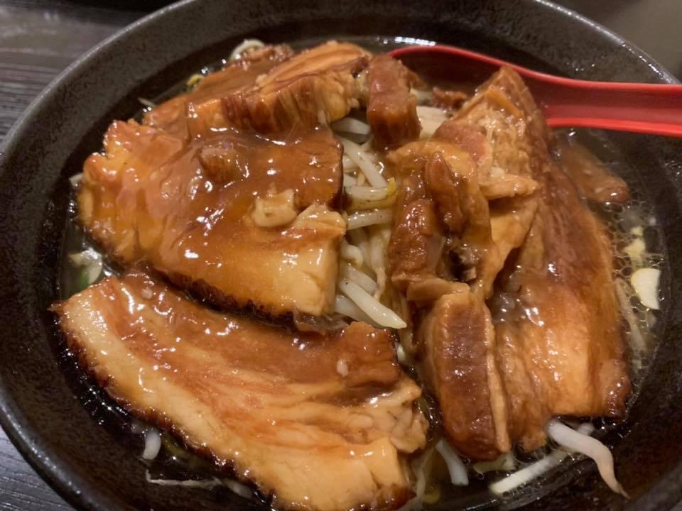 〈王記〉の角煮麺