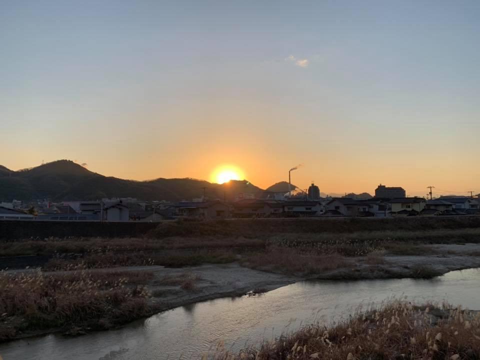 賀茂川のほとりで初日の出